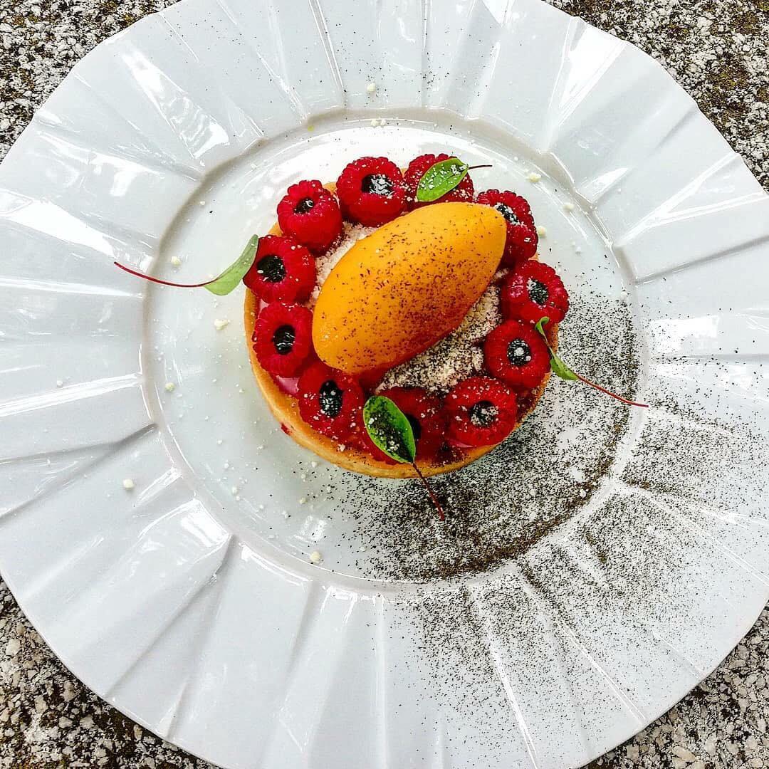 Tartă frangipan cu fructe de pădure și sorbeto de cătină